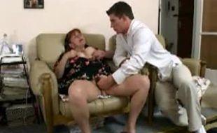 Empregada gordinha peluda dando pro filho do patrão