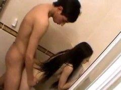 Traçando a namoradinha gostosa do amigo no banheiro