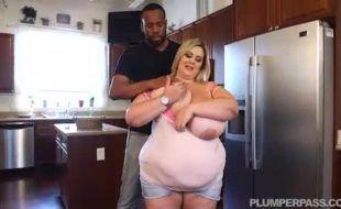 Negão fodendo gorda enorme