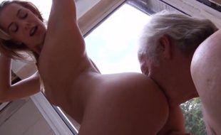 Sexo com tio comendo a sobrinha safada