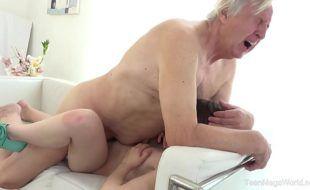 Vidios porno de incesto com avô comendo neta novinha