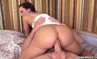 Brazzers pornhub HD anal com morena cavala dando o cuzão