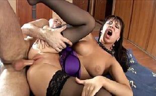 Site porno HD com video de sexo anal de morena safada fodendo