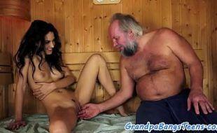 Incesto youporn padrasto comendo enteada na sauna