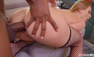 Pornogratis negão detonando cu de loira linda e gostosa